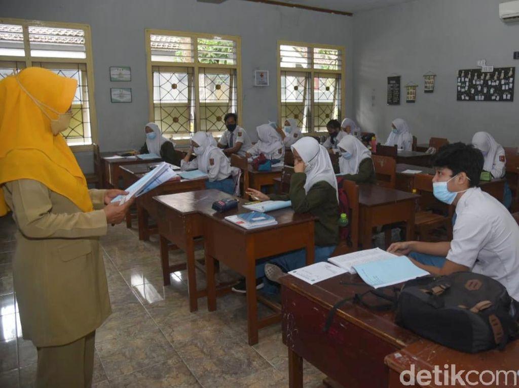 Bupati Anas Jamin Tak Ada Sanksi Bagi Siswa yang Tak Ikut Belajar Tatap Muka