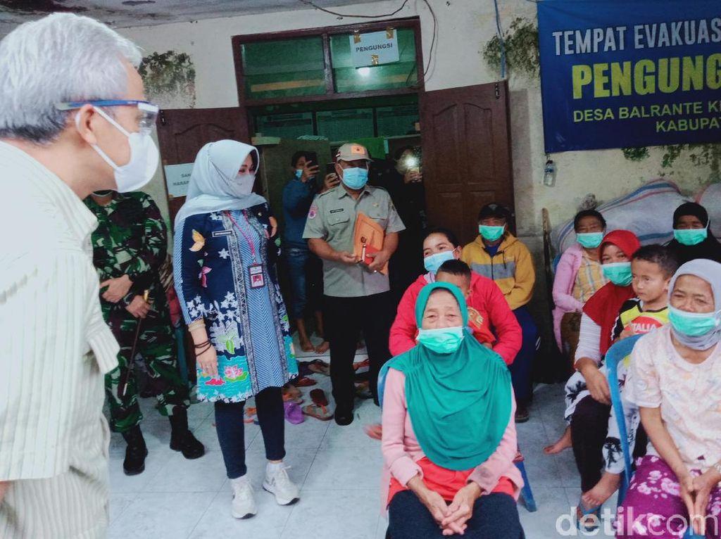 Potensi Bahaya Merapi Berubah, Ganjar ke Pengungsi: Jangan Pulang Dulu!