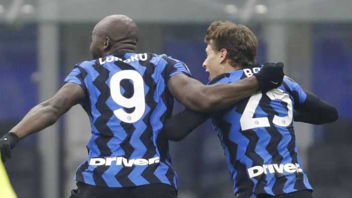Inter Milans Nicolo Barella, right, celebrates after scoring his sides second goal during a Serie A soccer match between Inter Milan and Juventus at the San Siro stadium in Milan, Italy, Sunday, Jan. 17, 2021. (AP Photo/Luca Bruno)