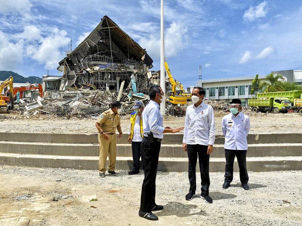 Tinjau Gempa Sulbar, Jokowi: Rumah Rusak Berat Dapat Rp 50 Juta