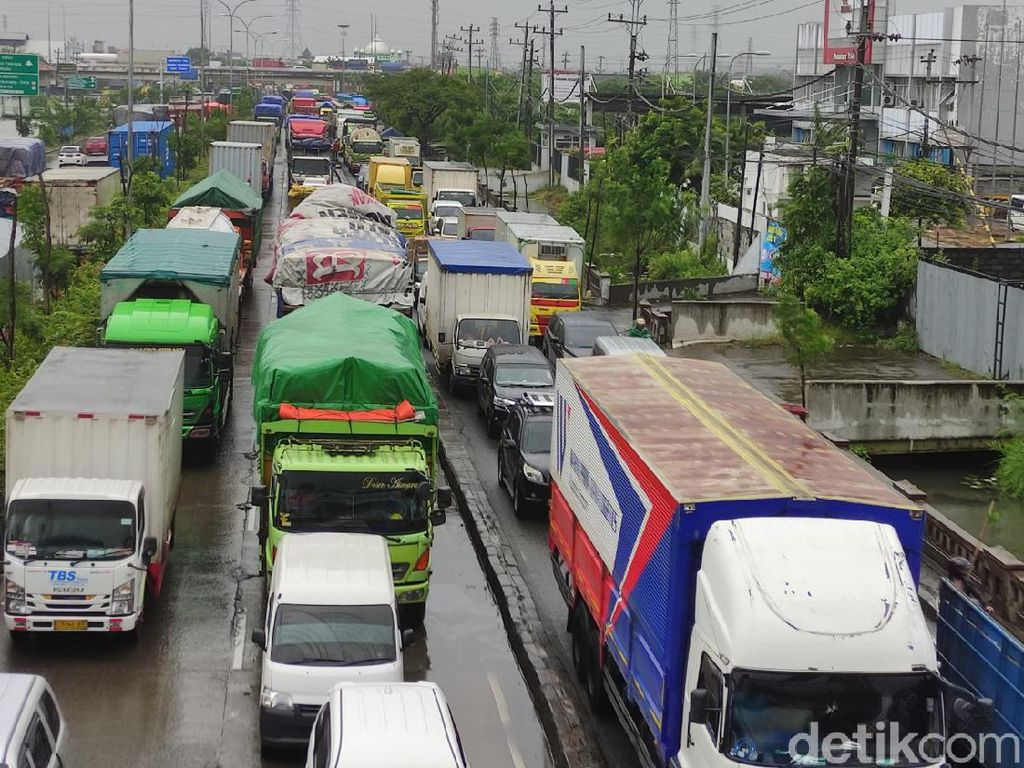 Jalur Pantura Tergenang, Lalin dari Demak ke Semarang Macet 10 Km