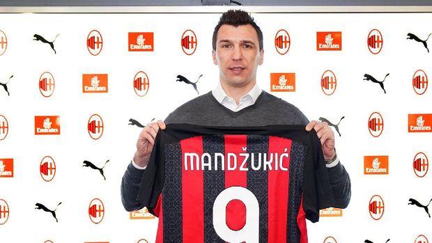Mario Mandzukic resmi bergabung ke AC Milan pada Selasa (19/1/2021) dan mendapat nomor punggung 9.