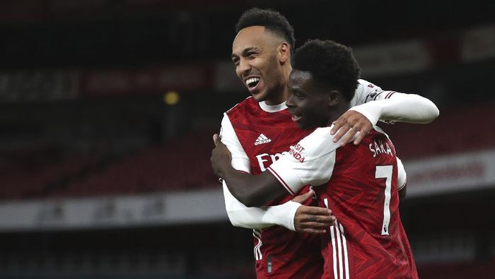 Arsenals Bukayo Saka, right, celebrates with Pierre-Emerick Aubameyang after scoring his sides second goal during the English Premier League soccer match between Arsenal and Newcastle United at Emirates Stadium in London, England, Monday, Jan.18, 2021. (Catherine Ivill/Pool via AP)