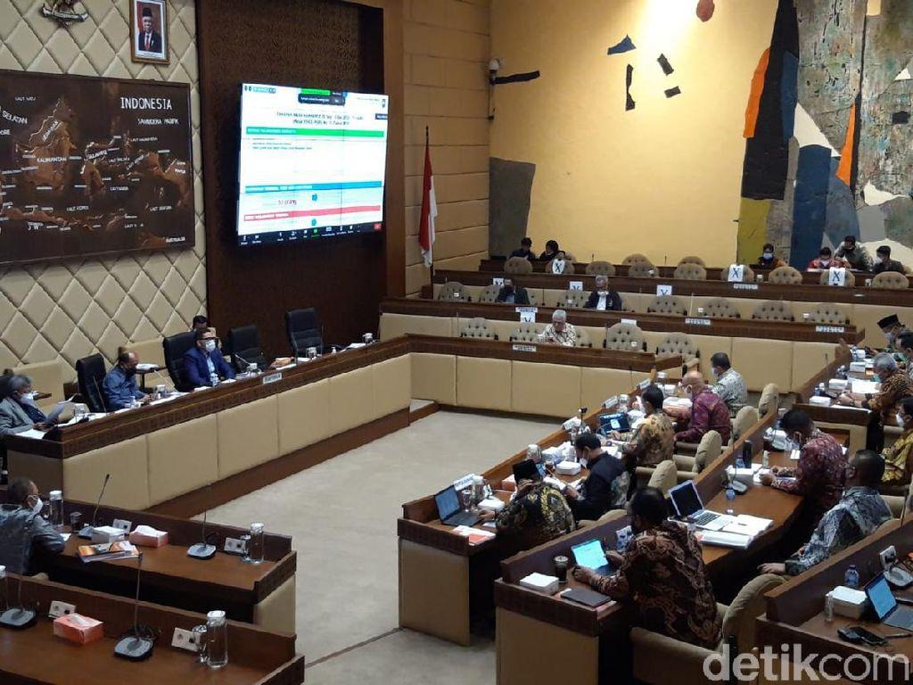 Rapat dengan DKPP, Komisi II Cecar Pemecatan Ketua KPU Arief Budiman