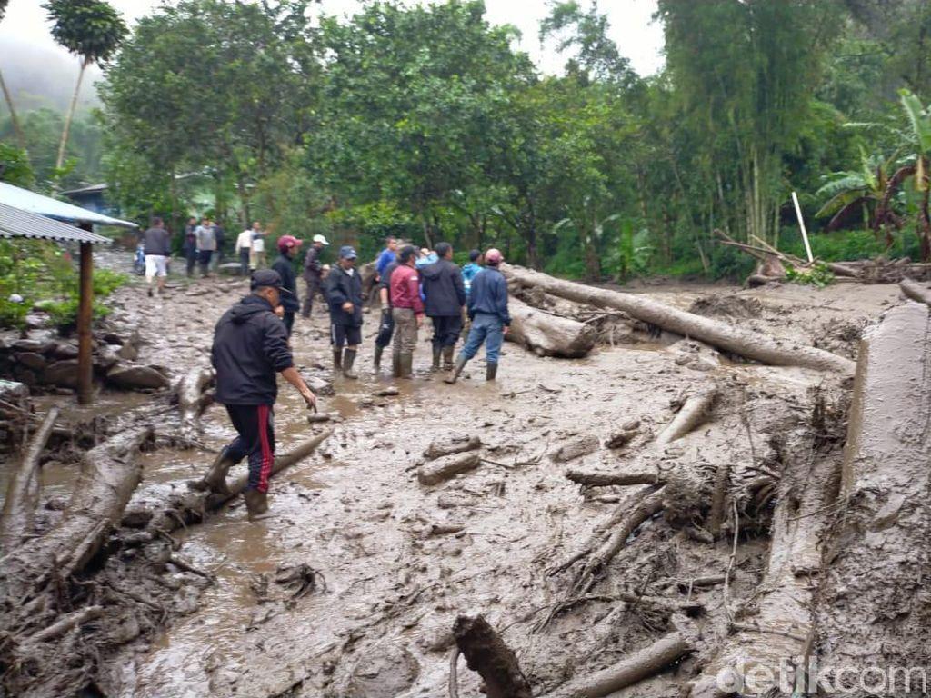 Banjir Bandang di Puncak Berasal dari Aliran Curug Cisampay