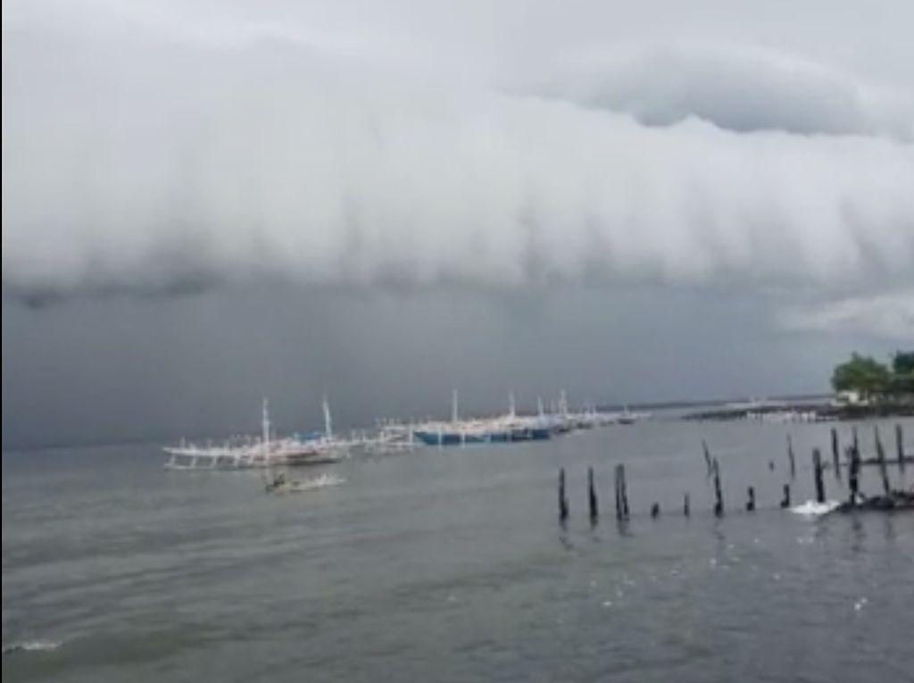 Heboh Awan Tsunami di Langit Polman Sulbar