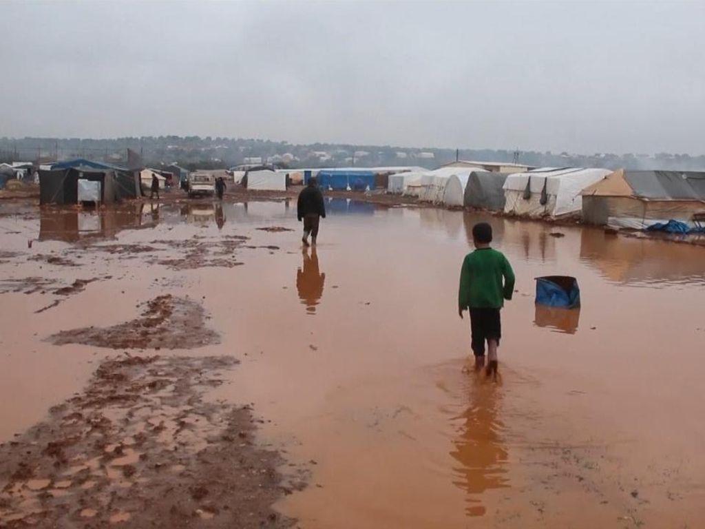 Tenda-tenda Pengungsi Suriah Kebanjiran