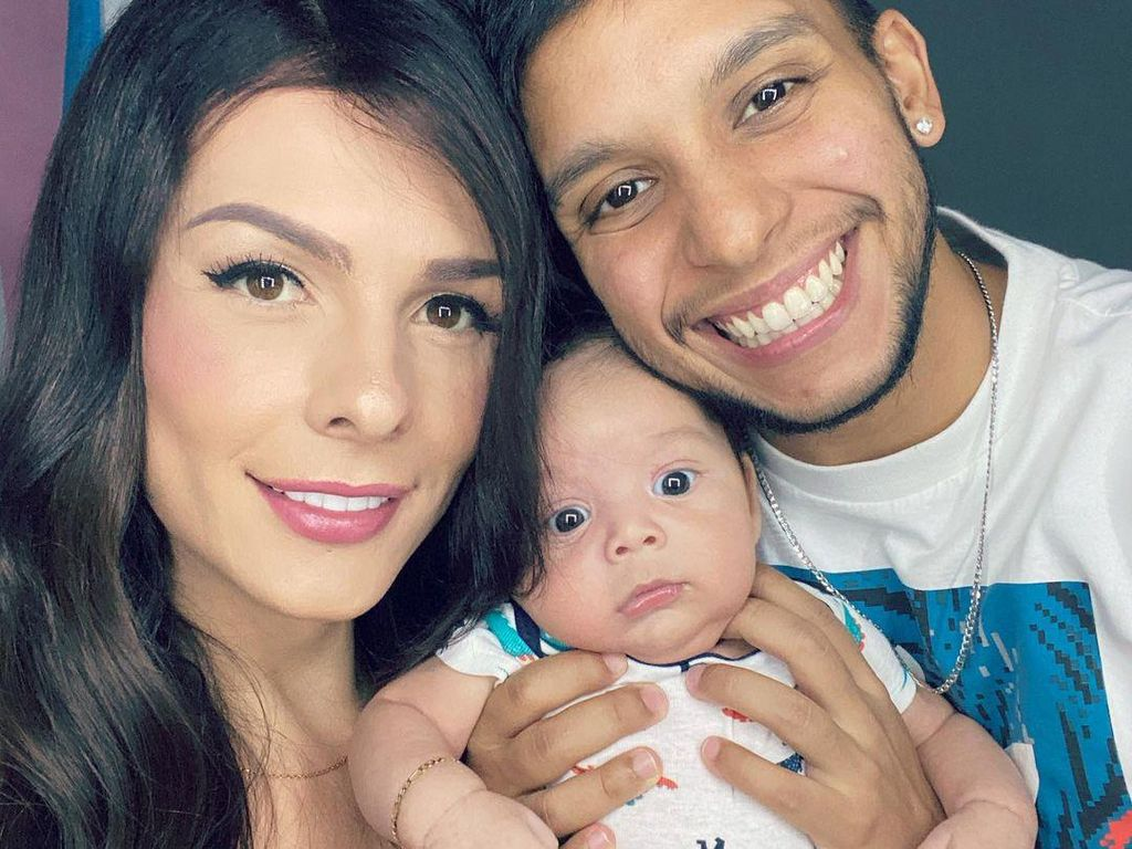 Foto: Kontroversi Pasangan Transgender Viral, Punya Bayi dari Rahim Suami