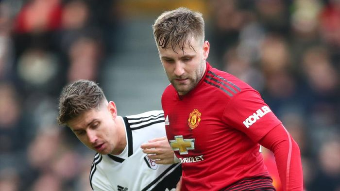 LONDON, ENGLAND - FEBRUARY 09:  Luke Shaw of Manchester United is challenged by Tom Cairney of Fulham during the Premier League match between Fulham FC and Manchester United at Craven Cottage on February 9, 2019 in London, United Kingdom.  (Photo by Clive Rose/Getty Images)