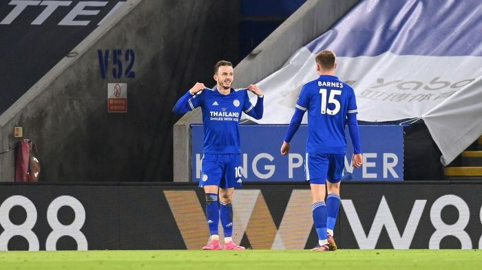 LEICESTER, ENGLAND - JANUARY 19: James Maddison of Leicester City celebrates with team mate Harvey Barnes of Leicester City after scoring their sides second goal during the Premier League match between Leicester City and Chelsea at The King Power Stadium on January 19, 2021 in Leicester, England. Sporting stadiums around the UK remain under strict restrictions due to the Coronavirus Pandemic as Government social distancing laws prohibit fans inside venues resulting in games being played behind closed doors. (Photo by Michael Regan/Getty Images)