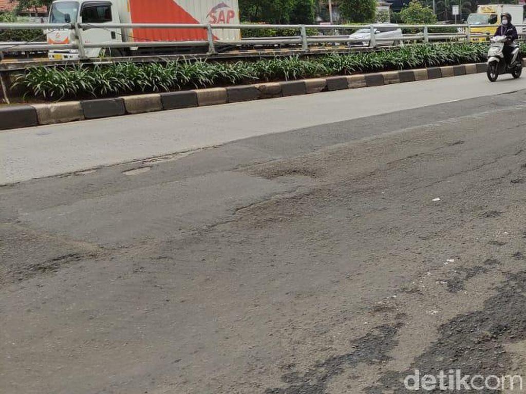 Sampai Kapan Permukaan Jalan MT Haryono Jelang Pancoran Bopeng-bopeng?