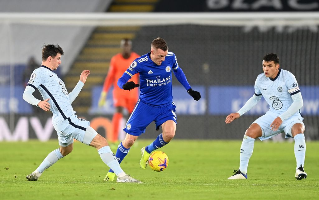 LEICESTER, ENGLAND - JANUARY 19: Jamie Vardy of Leicester City is challenged by Mason Mount and Thiago Silva of Chelsea  during the Premier League match between Leicester City and Chelsea at The King Power Stadium on January 19, 2021 in Leicester, England. Sporting stadiums around the UK remain under strict restrictions due to the Coronavirus Pandemic as Government social distancing laws prohibit fans inside venues resulting in games being played behind closed doors. (Photo by Michael Regan/Getty Images)