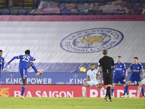 Turun Minum, Leicester City Ungguli Chelsea 2-0