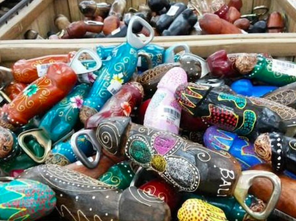 Mengenal Lolok, Pembuka Tutup Botol Bali Souvenir Khas Pulau Dewata