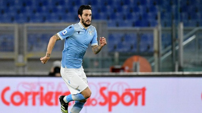 ROME, ITALY - JANUARY 15: Luis Alberto of SS Lazio in action during the Serie A match between SS Lazio and AS Roma at Stadio Olimpico on January 15, 2021 in Rome, Italy.  (Photo by Marco Rosi - SS Lazio/Getty Images)