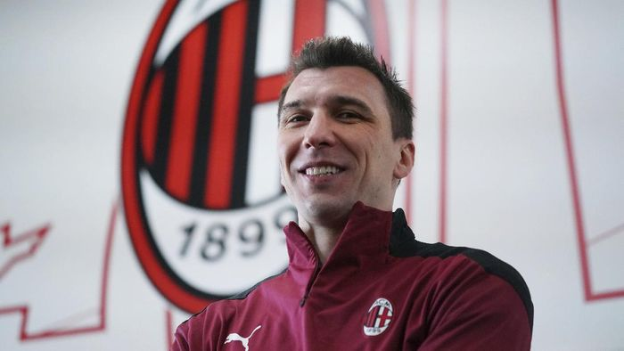 Mario Mandzukic poses at the Milanello Milans sport center prior to his first training session, in Carnago, Italy, Tuesday, Jan. 19, 2021. AC Milan has signed veteran forward Mario Mandžukić. The 34-year-old Croat gives 39-year-old Zlatan Ibrahimovic support in attack for the Italian league leader's title challenge. Milan said Mandžukić agreed on a deal until the end of the current season with an option to extend by one year. (Spada/LaPresse via AP)