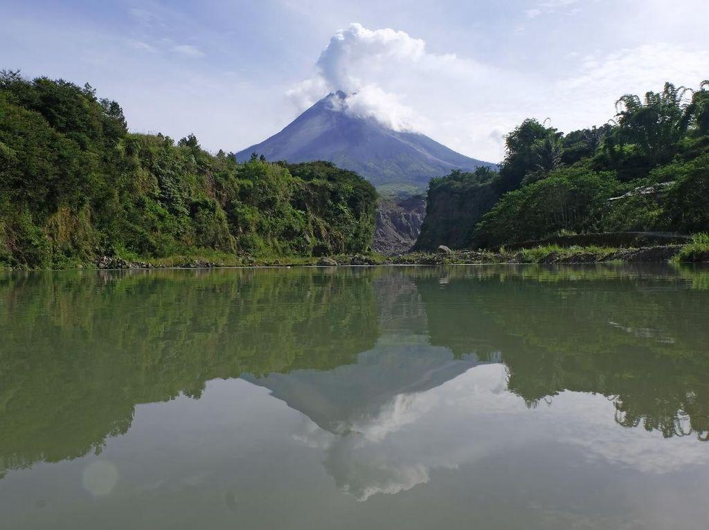 Aliran Lahar Hujan Gunung Merapi Capai 6 Km dari Puncak