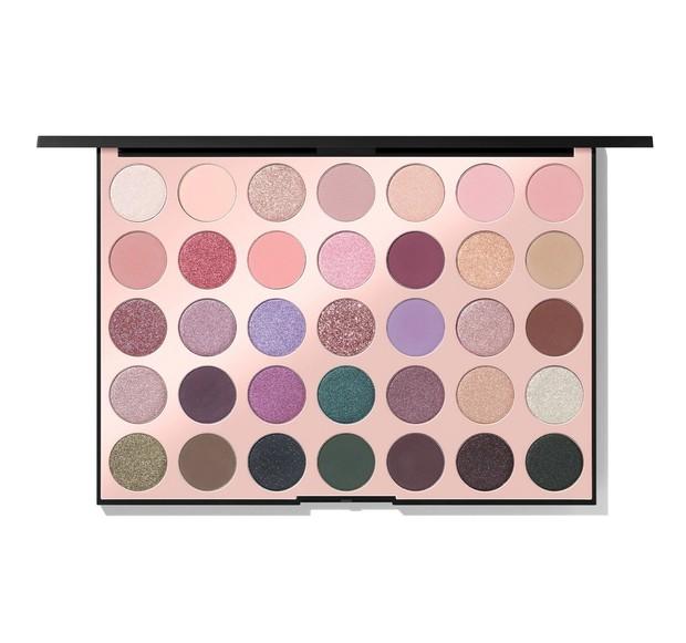 Bagi kalian yang ingin menggunakan tampilan eyeshadow dengan warna pastel tetapi juga ingin menjaga warnanya tetap tajam, Morphe 35C adalah pilihan yang tepat.