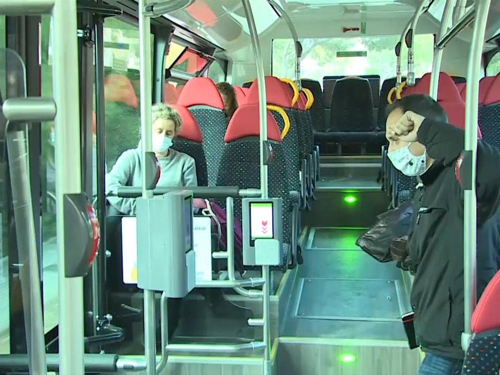 Pandemi di Mallorca, Warga Nggak Boleh Ngomong di Transportasi Umum