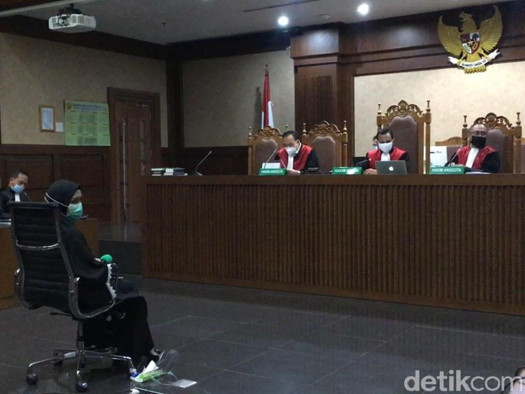 Pinangki Berurai Air Mata Minta Pengampunan Hakim di Sidang Pleidoi