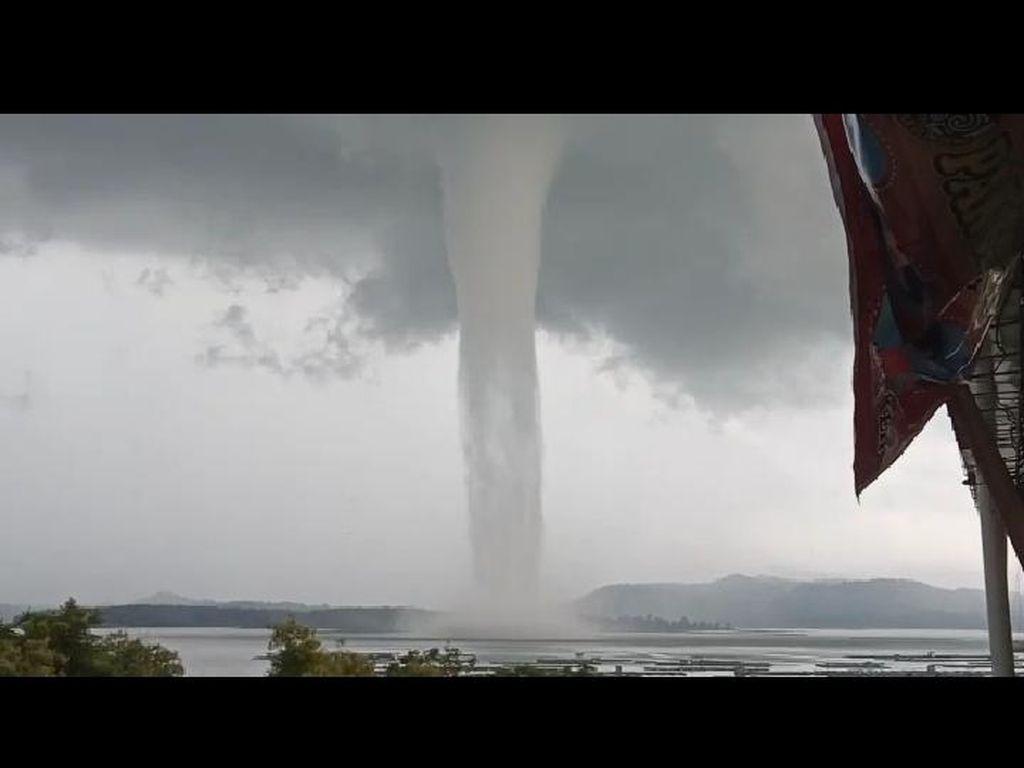 Puting Beliung Besar di Waduk Gajah Mungkur, BMKG: Itu Waterspout