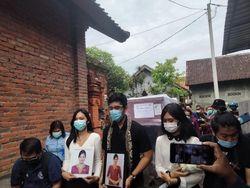 Jenazah Pramugari Sriwijaya Air SJ182 Tiba di Rumah Duka di Denpasar
