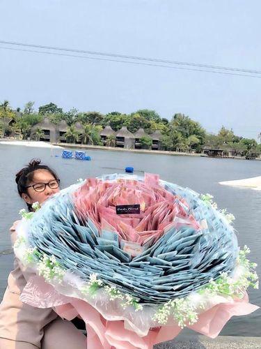 Kisah Aisa Amini yang menerima buket bunga Rp 80 juta viral di TikTok
