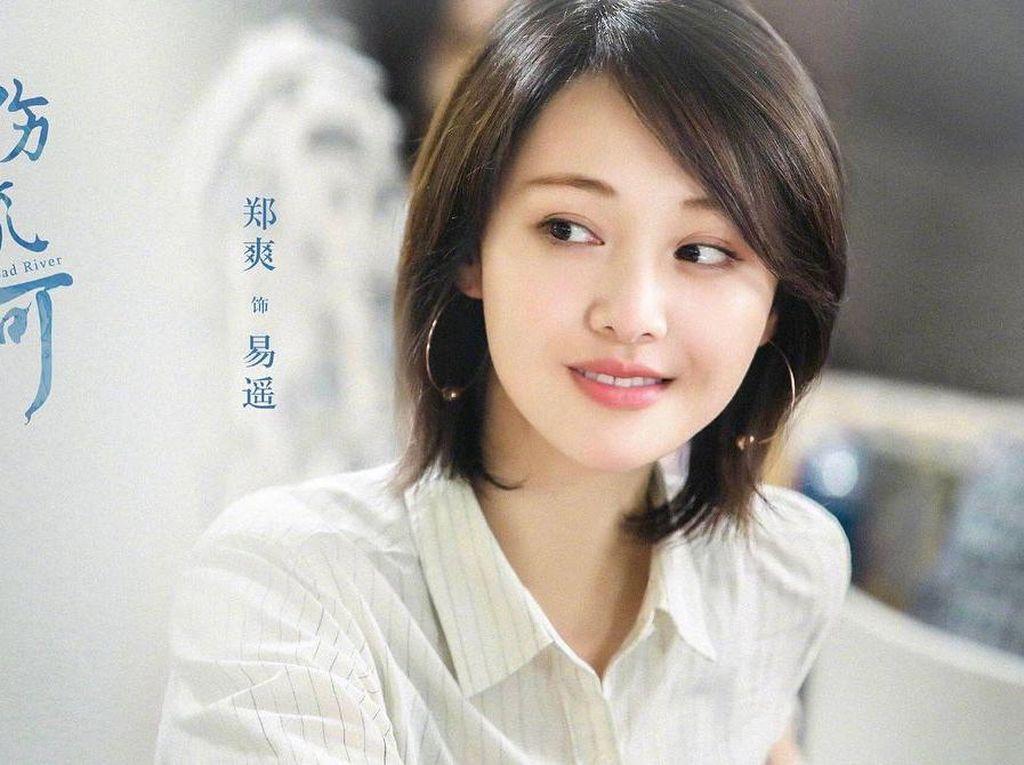 Aktris China Diberhentikan Jadi Model Prada karena Skandal Sewa Rahim