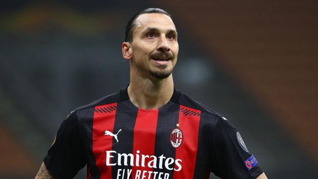 MILAN, ITALY - NOVEMBER 05:  Zlatan Ibrahimovic of AC Milan looks on during the UEFA Europa League Group H stage match between AC Milan and LOSC Lille at San Siro Stadium on November 5, 2020 in Milan, Italy.  (Photo by Marco Luzzani/Getty Images)