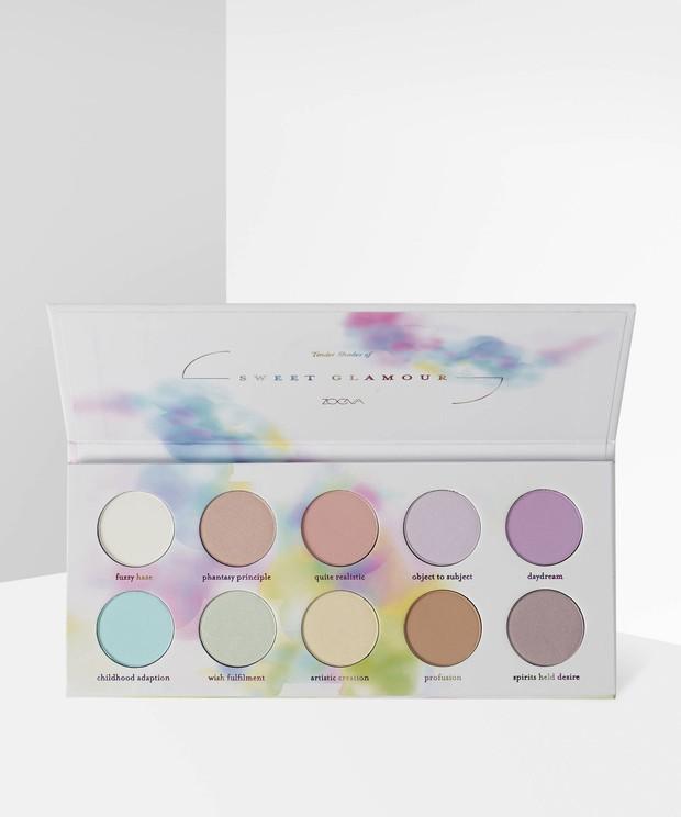 Sweet Glamour Eyeshadow Palette dari Zoeva merupakan pilihan yang sempurna untuk berbagai tampilan di musim panas nanti.
