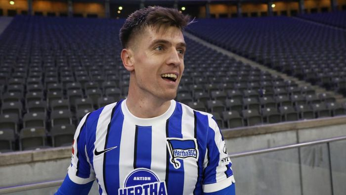 BERLIN, GERMANY - DECEMBER 04: Krzysztof Piatek of Hertha celebrates after the Bundesliga match between Hertha BSC and 1. FC Union Berlin at Olympiastadion on December 04, 2020 in Berlin, Germany. Sporting stadiums around Germany remain under strict restrictions due to the Coronavirus Pandemic as Government social distancing laws prohibit fans inside venues resulting in games being played behind closed doors.  (Photo by Maja Hitij/Getty Images)