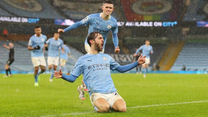 MANCHESTER, ENGLAND - JANUARY 20: Bernardo Silva of Manchester City celebrates after scoring their sides first goal during the Premier League match between Manchester City and Aston Villa at Etihad Stadium on January 20, 2021 in Manchester, England. Sporting stadiums around the UK remain under strict restrictions due to the Coronavirus Pandemic as Government social distancing laws prohibit fans inside venues resulting in games being played behind closed doors. (Photo by Martin Rickett - Pool/Getty Images)