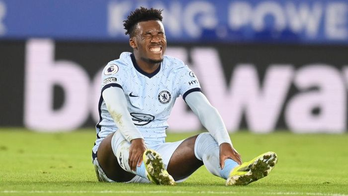 LEICESTER, ENGLAND - JANUARY 19: Callum Hudson-Odoi of Chelsea reacts after a missed opportunity during the Premier League match between Leicester City and Chelsea at The King Power Stadium on January 19, 2021 in Leicester, England. Sporting stadiums around the UK remain under strict restrictions due to the Coronavirus Pandemic as Government social distancing laws prohibit fans inside venues resulting in games being played behind closed doors. (Photo by Michael Regan/Getty Images)