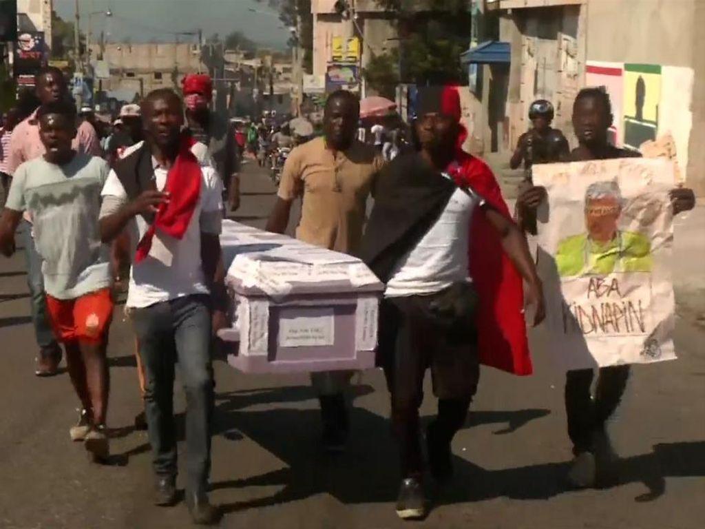Bentrok Polisi Vs Demonstran di Unjuk Rasa Tuntut Mundur Presiden Haiti