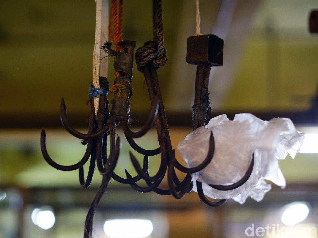 Harga Daging di RPH Naik, Pedagang Pasar Kosambi Bandung Menjerit