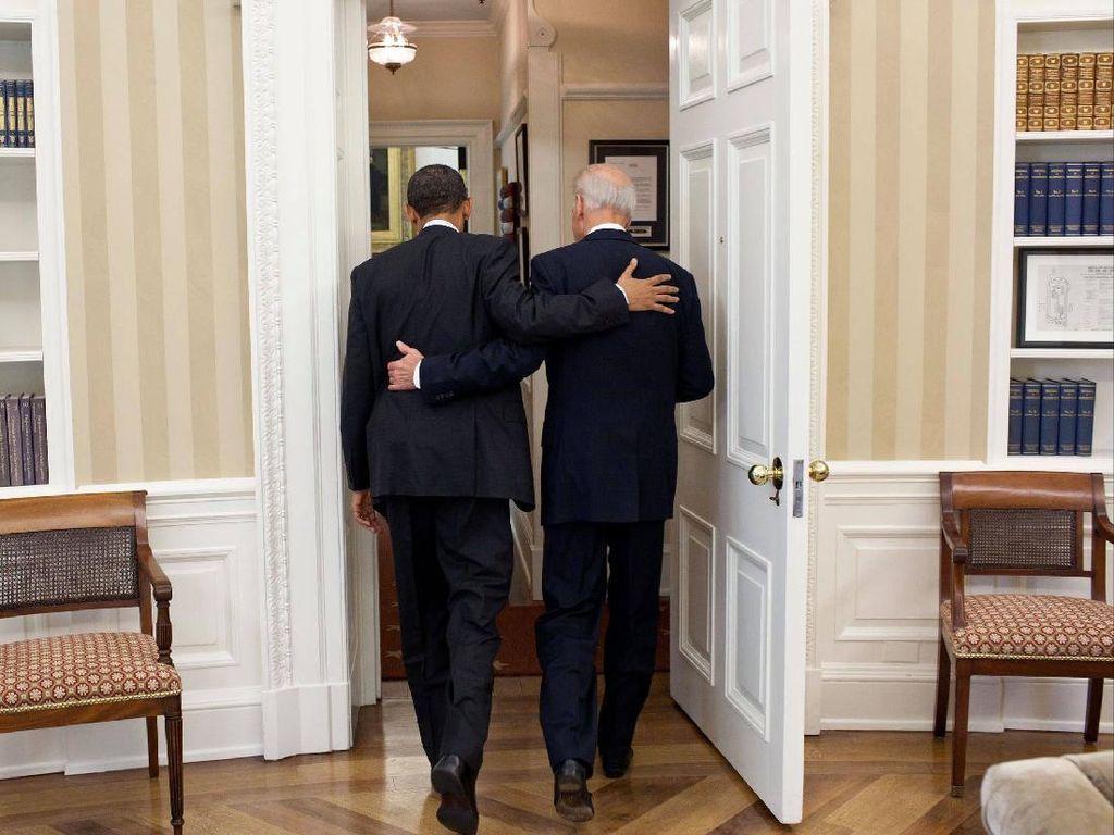 Foto Viral Obama Rangkul Biden: Selamat Sobatku, Ini Waktumu
