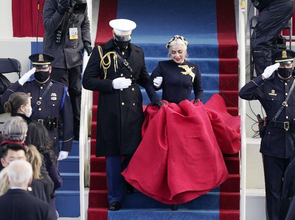 Makna Pin Emas yang Dikenakan Lady Gaga di Pelantikan Presiden AS