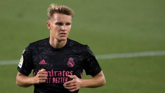 Real Madrids Norwegian midfielder Martin Odegaard reacts during the Spanish league football match Real Betis against Real Madrid CF at the Benito Villamarin stadium in Seville on September 26, 2020. (Photo by JORGE GUERRERO / AFP)