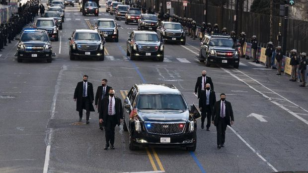 President Joe Biden's limousine rolls on 15th Street towards the White House during a Presidential Escort to the White House, Wednesday, Jan. 20, 2021 in Washington. (AP Photo/Jose Luis Magana, Pool)