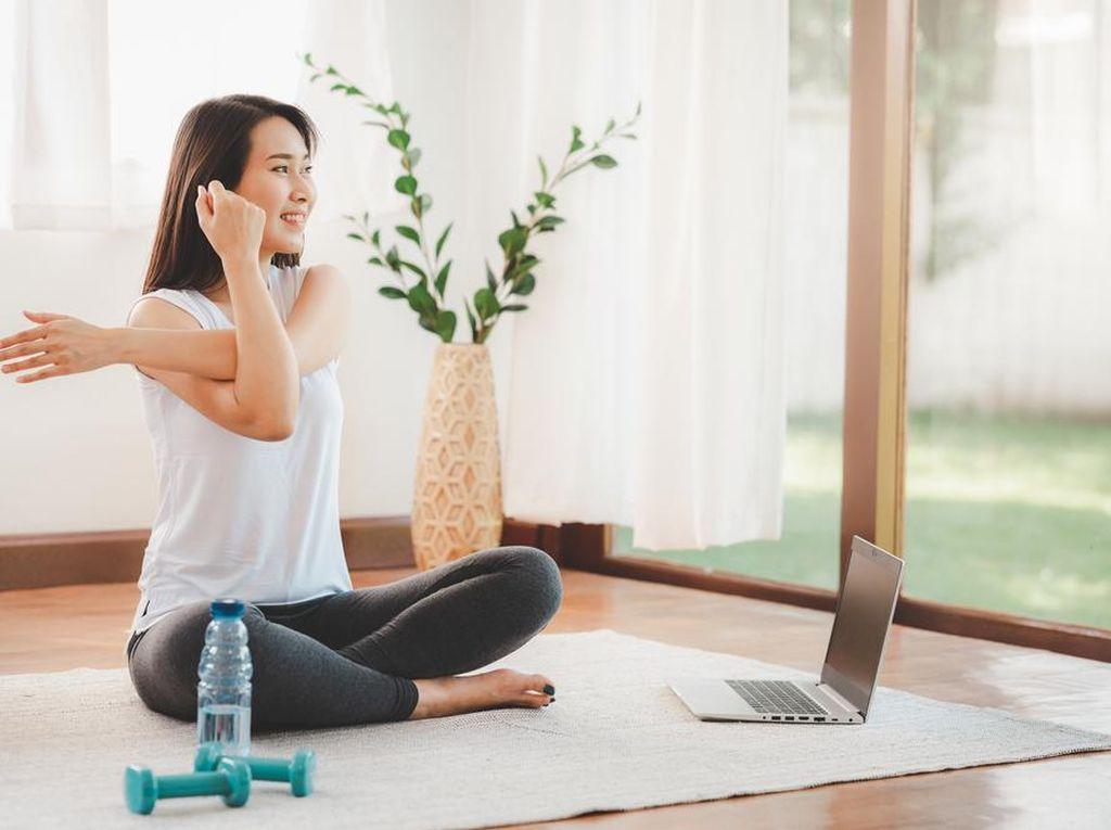 Jaga Tubuh Tetap Fit dan Bugar dengan Olahraga Ringan di Rumah