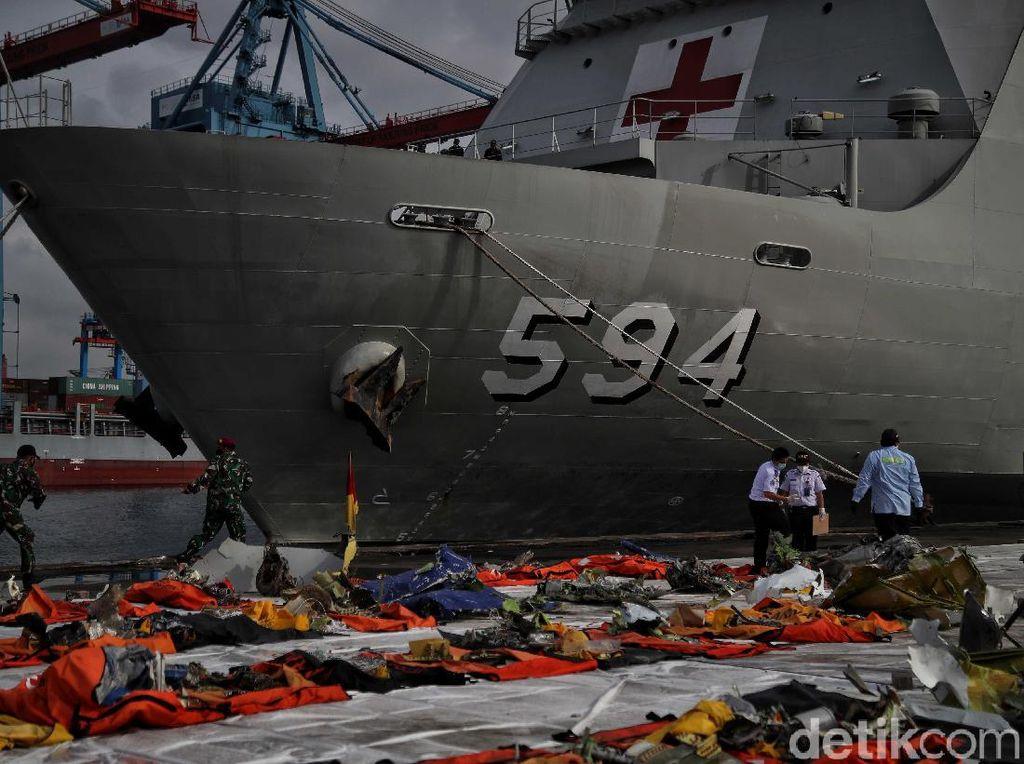 Foto: Operasi SAR Pesawat Sriwijaya Air SJ182 Dihentikan