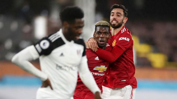 LONDON, ENGLAND - JANUARY 20: Paul Pogba of Manchester United celebrates with team mate Bruno Fernandes of Manchester United after scoring their sides second goal during the Premier League match between Fulham and Manchester United at Craven Cottage on January 20, 2021 in London, England. Sporting stadiums around the UK remain under strict restrictions due to the Coronavirus Pandemic as Government social distancing laws prohibit fans inside venues resulting in games being played behind closed doors. (Photo by Peter Cziborra - Pool/Getty Images)