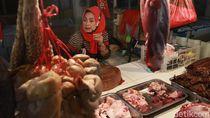 Pedagang Daging Sapi di Pasar Ciroyom Bandung Mogok Jualan