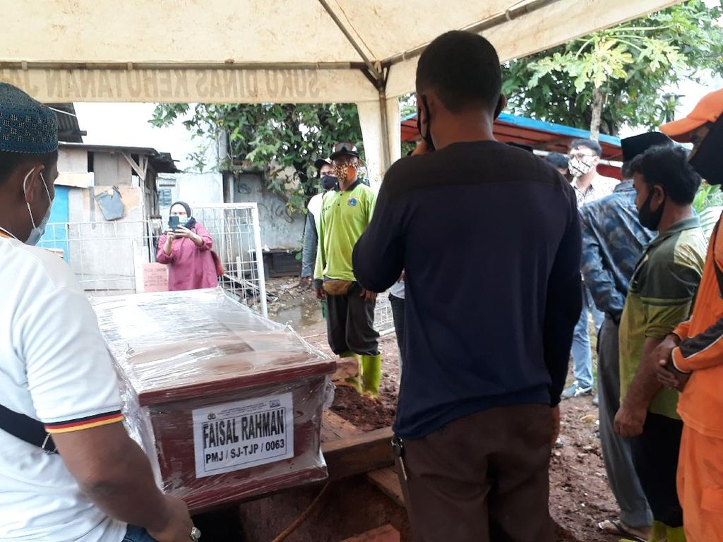 Jenazah YouTuber Faisal Rahman Korban SJ182 Dimakamkan di TPU Tanah Kusir