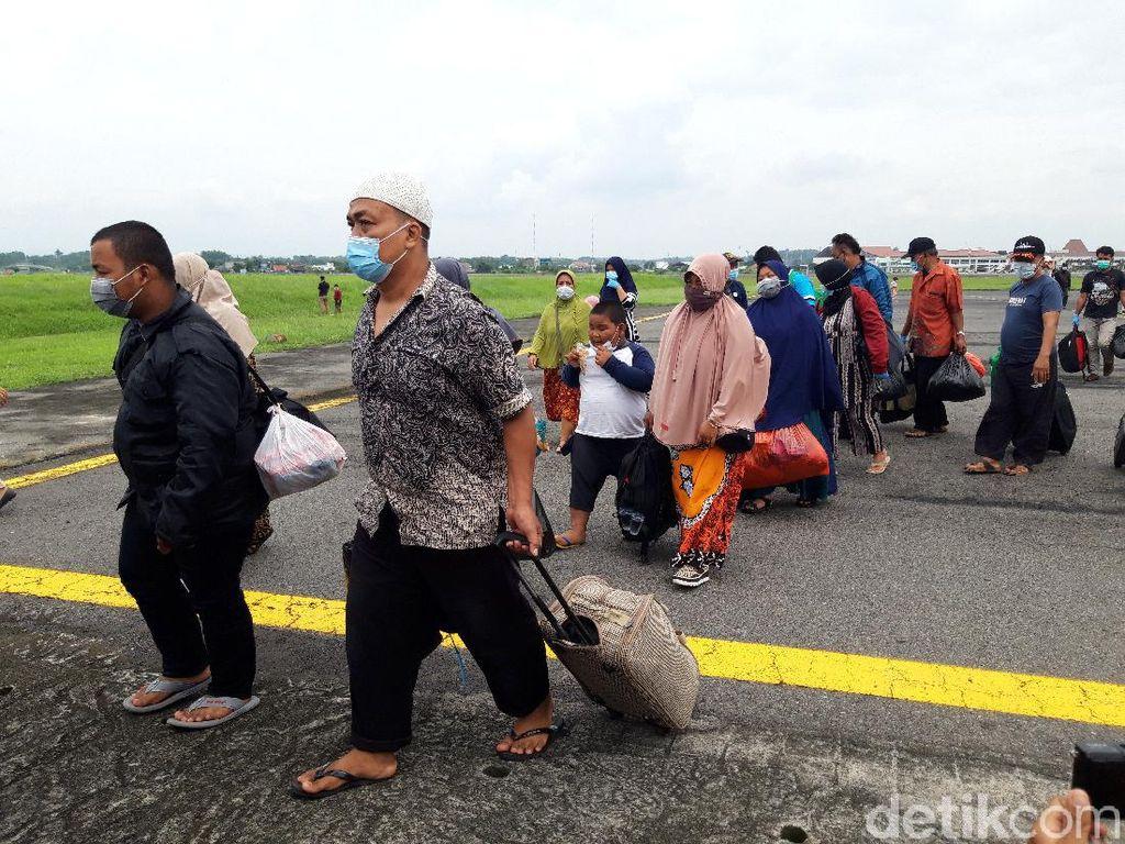 Diangkut Hercules, 54 Pengungsi Korban Gempa Sulbar Tiba di Adi Soemarmo