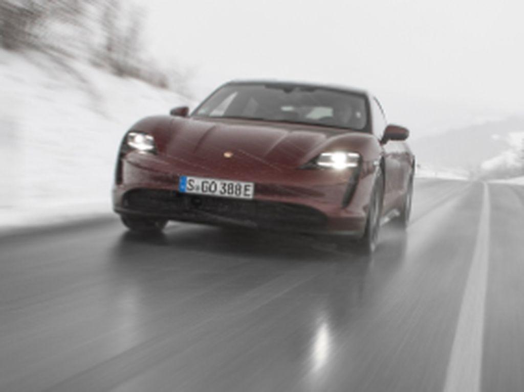 Banjir Rendam Dealer Porsche, Mobil-mobil Seharga Miliaran Jadi Korban