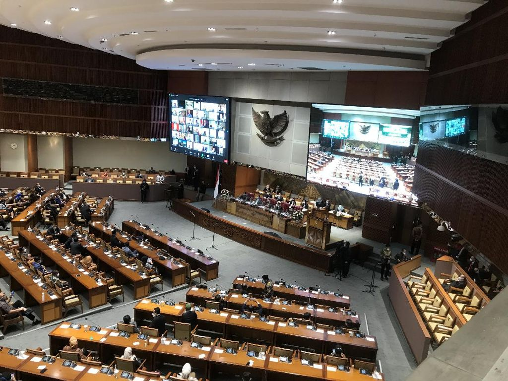 233 Anggota DPR Absen Paripurna Persetujuan Komjen Sigit Jadi Kapolri