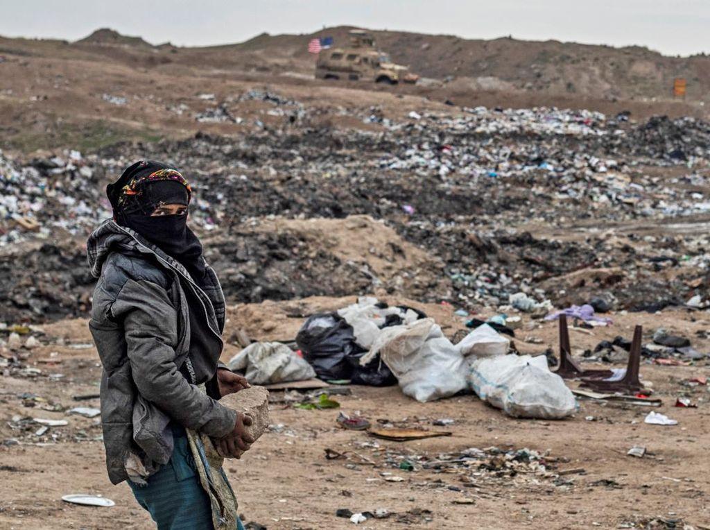 Warga Suriah Berjuang di Tumpukan Sampah
