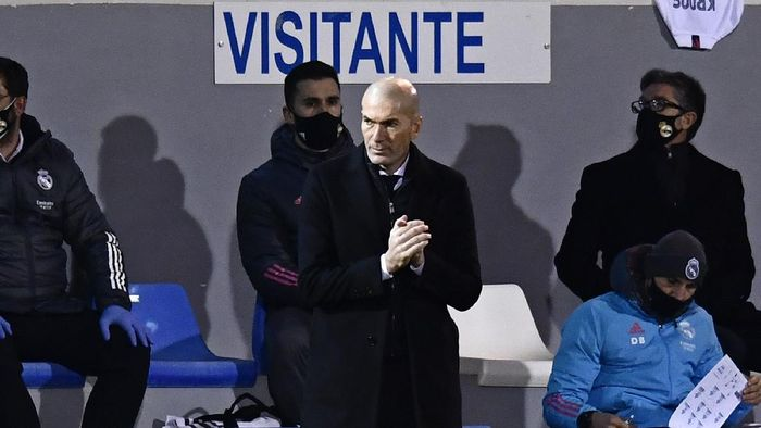 Real Madrids head coach Zinedine Zidane applauds during a Spanish Copa del Rey round of 32 soccer match between Alcoyano and Real Madrid at the El Collao stadium in Alcoy, Spain, Wednesday Jan. 20, 2021. (AP Photo/Jose Breton)