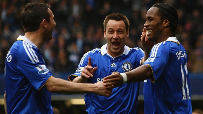 LONDON, ENGLAND - APRIL 11:  Frank Lampard, John Terry and Didier Drogba of Chelsea celebrate their teams second goal scored by Drogba during the Barclays Premier League match between Chelsea and Bolton Wanderers at Stamford Bridge on April 11, 2009 in London, England.  (Photo by Ian Walton/Getty Images)